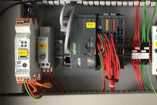 Zdalny wskaźnik przepływu prądu zwarcia w sieci SN z komunikacją do systemu SCADA
