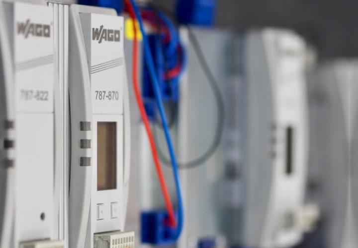 Jak zwiększyć niezawodność dostaw energii do zasilanych odbiorników?